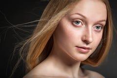 Schönes blondes Frauen-Gesicht Lizenzfreie Stockfotos
