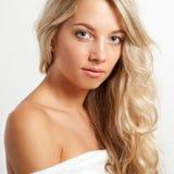 Schönes blondes Frauengesichtsportrait Lizenzfreies Stockbild