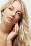 Schönes blondes Frauengesichtsportrait Lizenzfreie Stockbilder