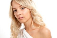 Schönes blondes Frauengesichtsportrait Stockbilder
