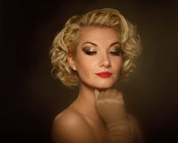 Schönes blondes Frauenportrait Lizenzfreies Stockfoto