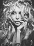 Schönes blondes Frauenportrait Stockbilder