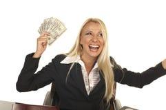 Schönes blondes Holding-Geld Stockbild