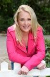 Schönes blondes junge Frauen-Porträt Stockfotografie