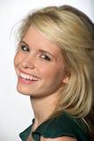 Schönes blondes kaukasisches Frauenlachen Stockfotografie