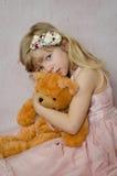 Schönes blondes Kind mit Spielzeug Lizenzfreie Stockfotografie