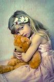 Schönes blondes Kind mit Spielzeug Lizenzfreies Stockfoto