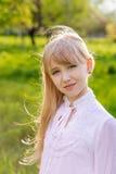Schönes blondes Mädchen Stockfoto