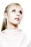 Schönes blondes Mädchen, das weg von der Kamera schaut Stockbilder