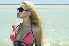 Schönes blondes Mädchen in der Sonnenbrille auf beach.beauty woman.vacation Stockbild