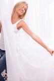 Schönes blondes Mädchen drückt verschiedene Gefühle aus Lizenzfreie Stockfotos