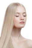 Schönes blondes Mädchen. Gesundes langes Haar Stockfotografie