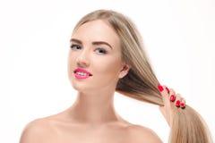 Schönes blondes Mädchen Gesundes langes Haar Stockfoto
