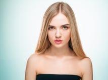 Schönes blondes Mädchen Gesundes langes Haar Lizenzfreies Stockbild