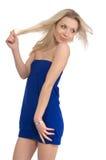 Schönes blondes Mädchen im blauen Kleid Stockfotografie