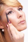 Schönes blondes Mädchen mit Make-up auf ihrem Gesicht Stockfotografie