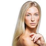 Schönes blondes Mädchen mit natürlichem Make-up Stockfoto