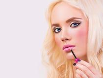 Schönes blondes Mädchen mit perfektem bilden Stockbild