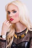 Schönes blondes Mädchen mit perfektem bilden Stockbilder
