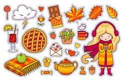 Schönes blondes Mädchen, Plaid, Beerentorte, Herbstlaub, Glühwein, Schokolade, Kessel, Kaffee stock abbildung