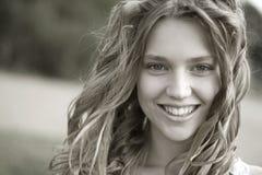 Schönes blondes Mädchenporträt Stockfoto