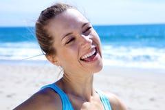 Schönes blondes mit Toothy Lächeln Lizenzfreies Stockbild