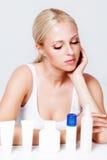 Schönes blondes Portrait im Studio Lizenzfreie Stockfotos
