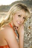 Schönes blondes Strandmädchen. Stockfotos