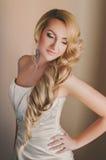 Schönes blondes Verlobtes mit Fachmann bilden Stockbild