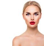 Schönes blondes vorbildliches Frauengesicht mit blauen Augen Stockfoto