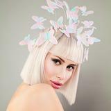 Schönes blondes vorbildliches Woman mit gesunder Haut, Bob Hairstyle Stockfoto