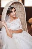 Schönes Braut-Porträthochzeitsmake-up, Frisur Stockbilder