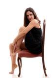 Schönes bru8nette auf einem Stuhl Stockfoto