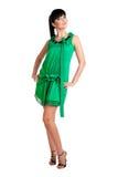 Schönes brunatte Mädchen im grünen Kleid Stockfotografie