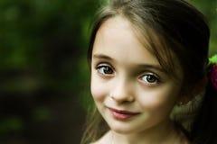 Schönes Brunette-Mädchen stockfotografie