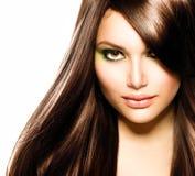 Schönes Brunette-Mädchen