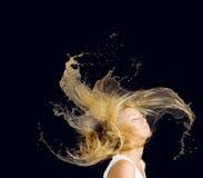 Schönes Brunette-Mädchen mit Frisur und bilden lokalisiert auf weißem Hintergrund Lizenzfreies Stockfoto