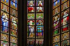 schönes Buntglasfenster in der späten gotischen Kirche Lizenzfreie Stockfotografie