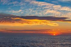 Schönes cloudscape über dem Meer Stockfotos