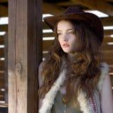 Schönes Cowgirl im Hutportrait Lizenzfreie Stockfotos