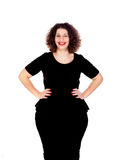 Schönes curvy Mädchen mit schwarzem Kleid und den roten Lippen stockfotografie