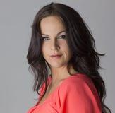 Schönes dunkles behaartes fälliges weibliches Baumuster Stockfotografie