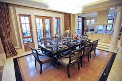 Schönes Esszimmer in einer Villa Stockfotografie
