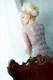 Schönes europäisches blondes im reizvollen Kleid Stockbilder