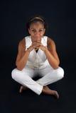 Schönes fälliges schwarze Frauen-Sitzen (2) Stockbild