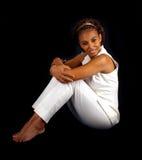 Schönes fälliges schwarze Frauen-Sitzen (4) Stockfotos