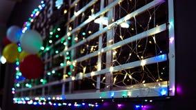 Schönes Fenster mit geführtem Licht als Dekoration lizenzfreies stockbild