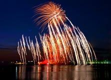 Schönes Feuerwerk lizenzfreie stockfotos