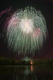 Schönes Feuerwerk zu Ehren des Moskaus Victory Day Parade Lizenzfreies Stockfoto