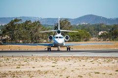 Schönes Flugzeug Vor Anfang zum Durchgehen für Abfahrt vom Flughafen Lizenzfreies Stockfoto